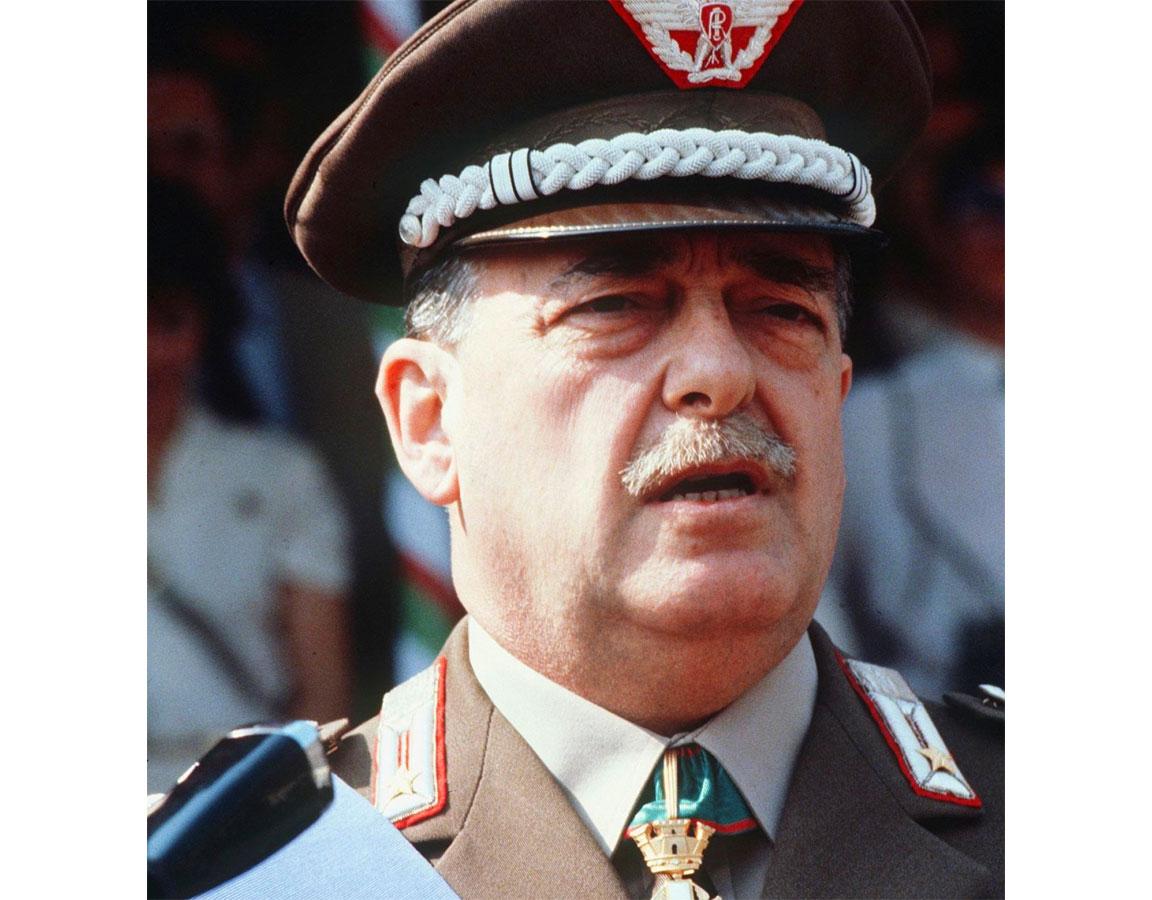 Una foto del generale Carlo Alberto Dalla Chiesa