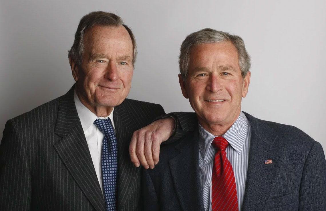 George H.W. Bush con il figlio George W. Bush