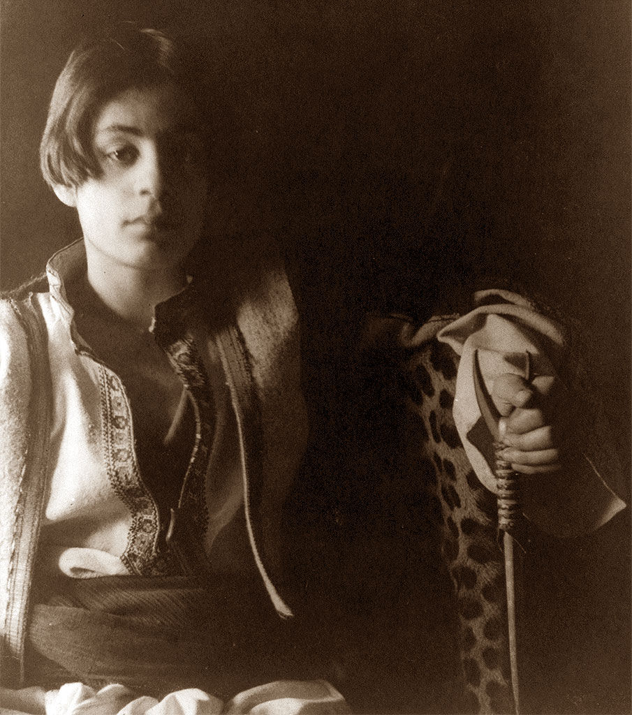 kahlil gibran Gibran khalil gibran, later known as kahlil gibran, was born on the 6th of january 1883 in bsharri, a village in the north of lebanon perched on a small plateau at the edge of wadi qadisha, known as the sacred valley.