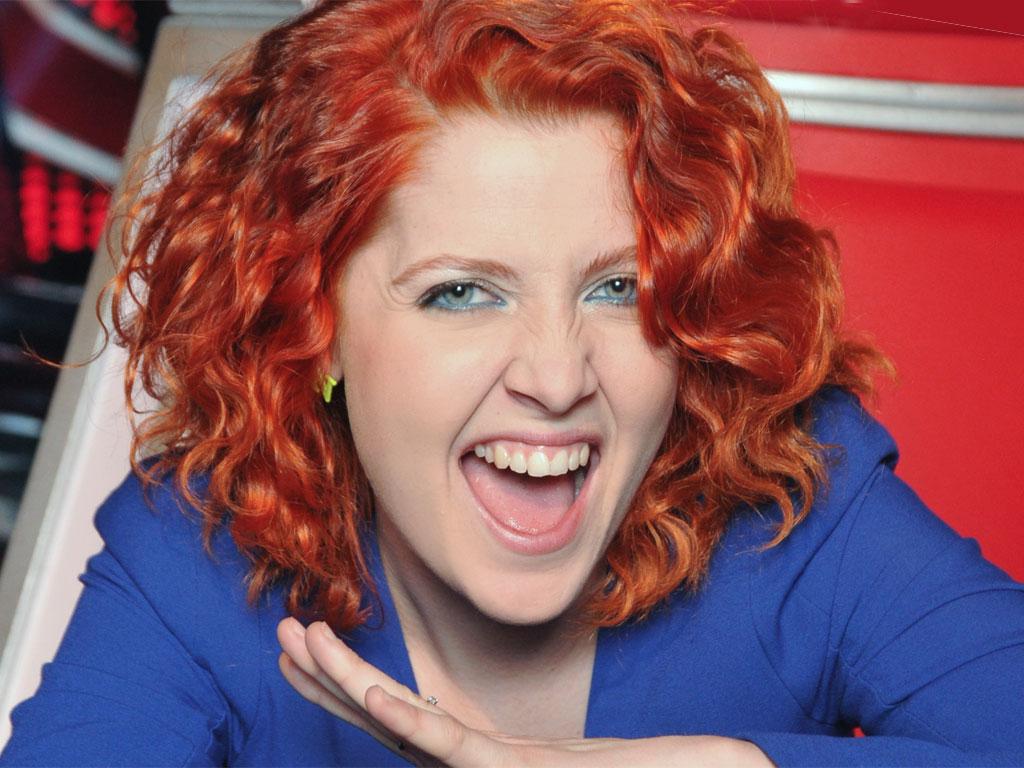 Classify Roman red-headed singer Noemi