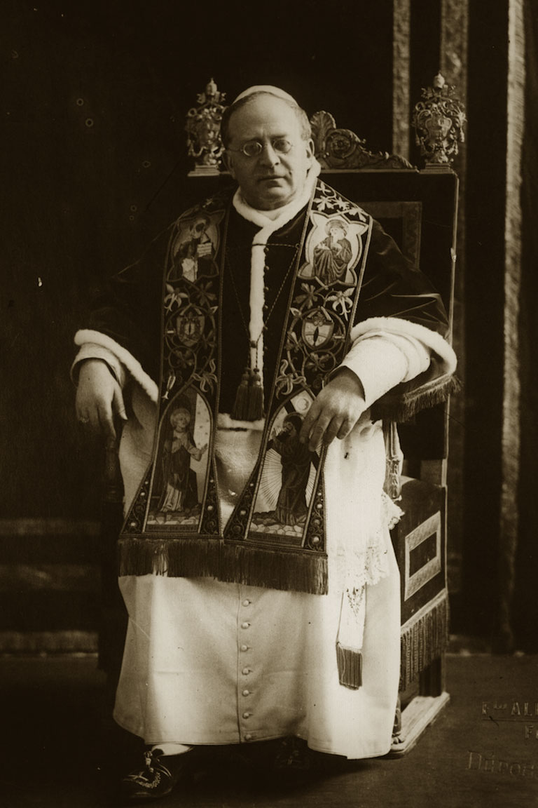 http://biografieonline.it/img/bio/Papa_Pio_XI_1.jpg