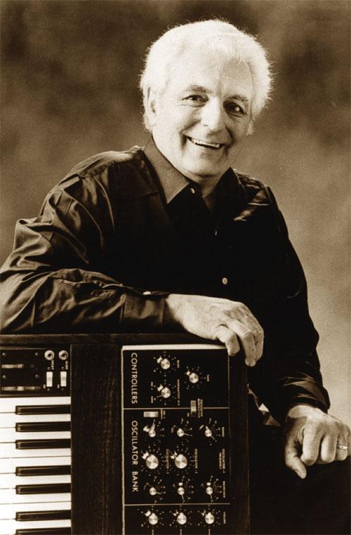 Robert Moog in una vecchia fotografia