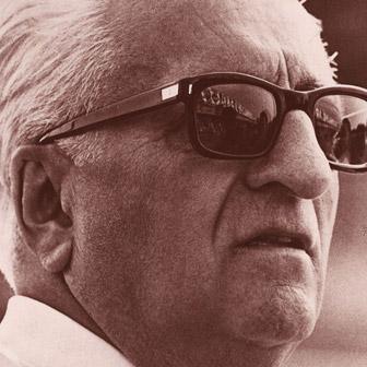 Foto quadrata di Enzo Ferrari