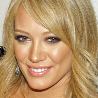 Foto quadrata di Hilary Duff