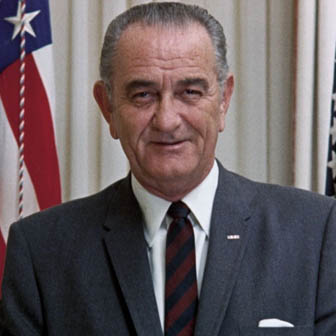 Foto quadrata di Lyndon Johnson