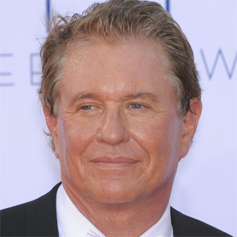 Foto quadrata di Tom Berenger
