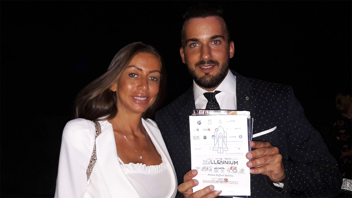 Daniele Bartocci riceve il premio Myllennium (2019). Con lui nella foto: la senatrice Mariarosaria Rossi