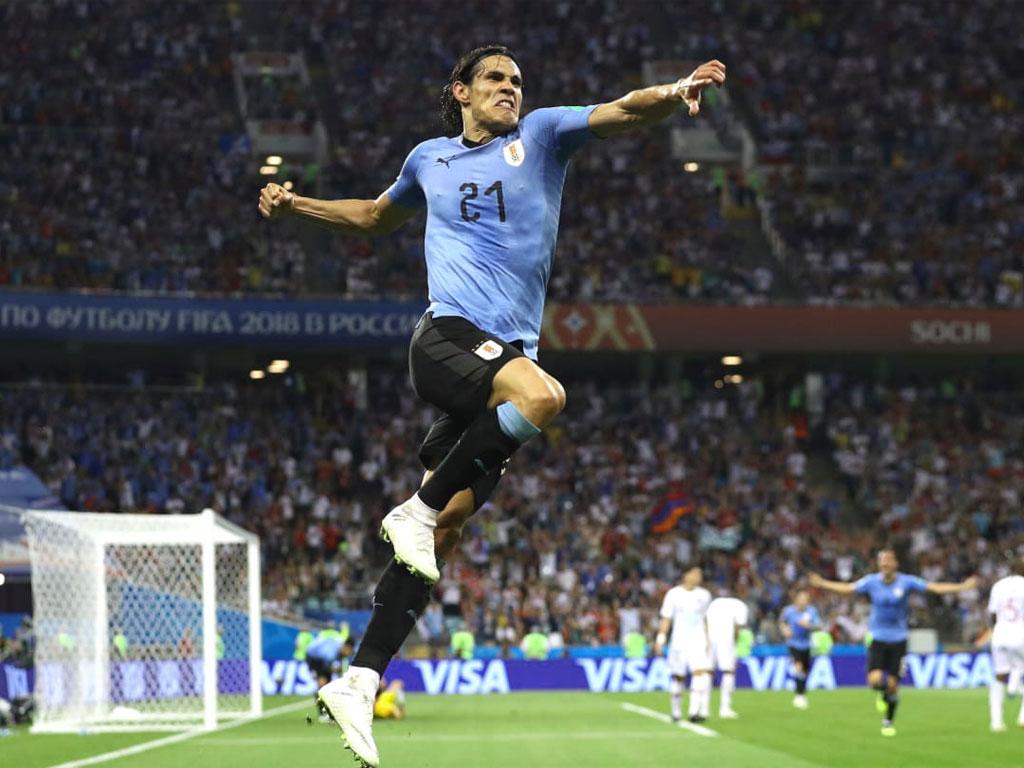 Edinson Cavani esulta dopo un gol con la maglia dell'Uruguay