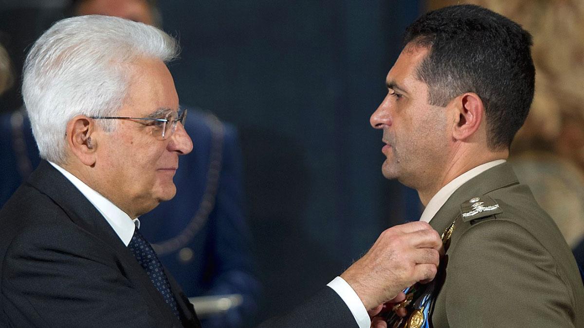 Francesco Paolo Figliuolo riceve l'onorificenza da Mattarella