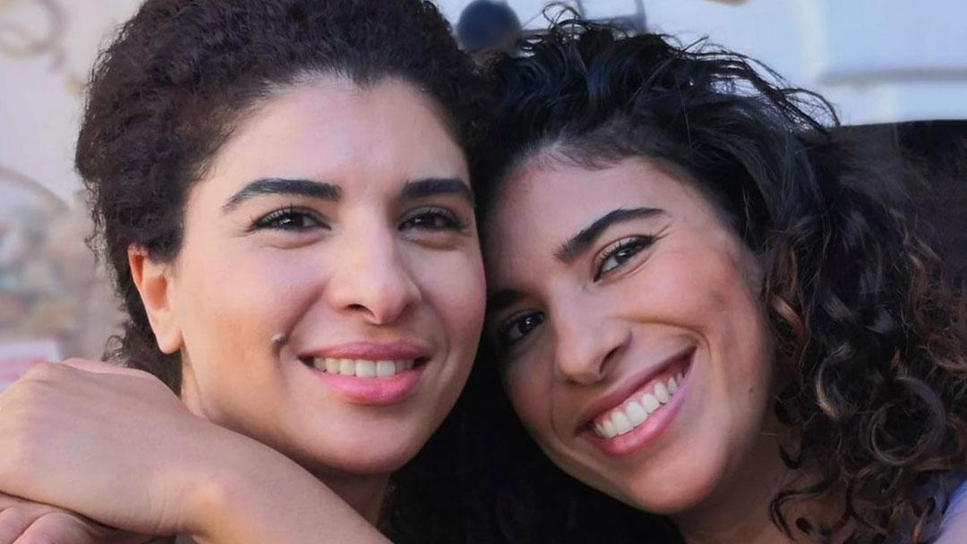 Karima Moual con la sorella