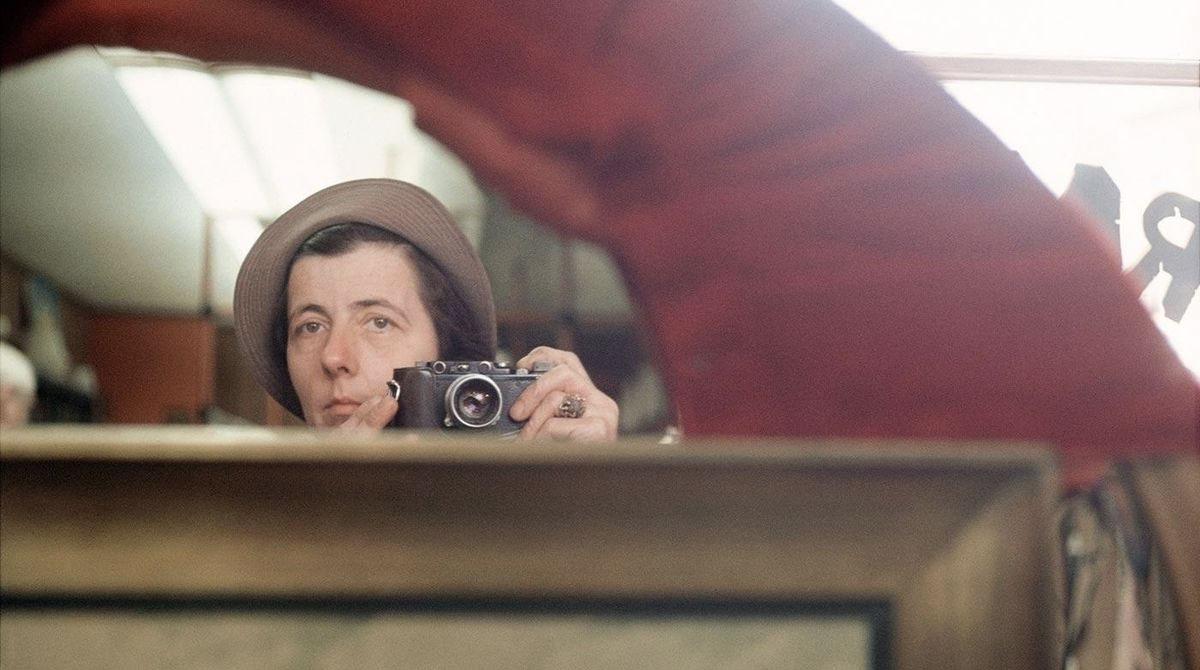 Foto di Vivian Maier: era solita fotografarsi allo specchio.