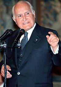 Foto media di Oscar Luigi Scalfaro